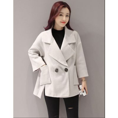 Women's short jacket in wool with single button closure