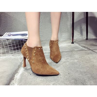 Short boots with contour nail for woman trend winter