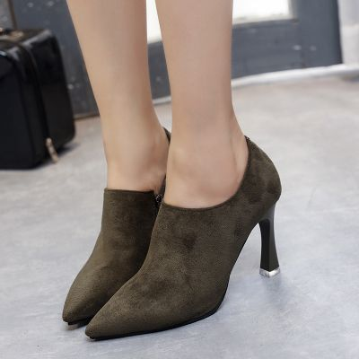 Women's minimalist ankle boots with heel