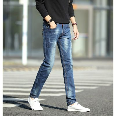 Men's slim jeans with patch and trendy stitching
