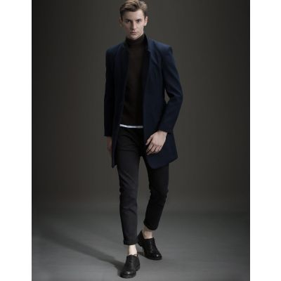 Mid-length wool winter coat for men with single button closure