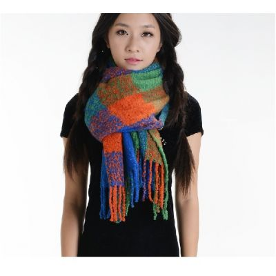 Knitted scarf pattern with large colored tiles
