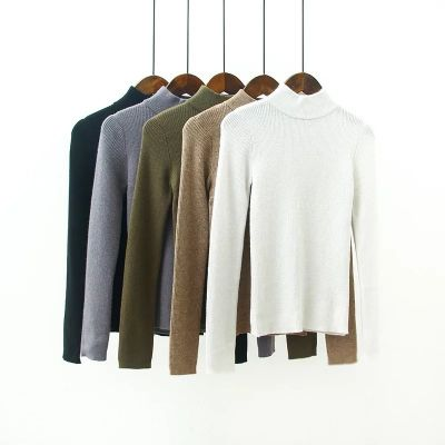 Women's pullover with ribbed collar and long sleeves