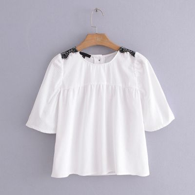 Summer t-shirt for women with black lace details