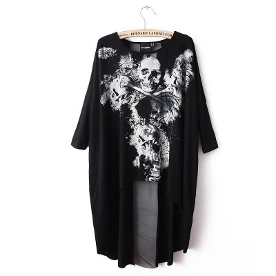 Loose T shirt for women with Short Front Long Back Skull Print