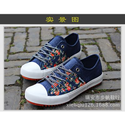 Casual Summmer Sneakers for Women with Flower Print and Plastic Toe Shell