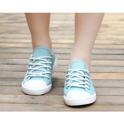 Summer Sports Canvas Sneakers for Women with Low Top Design