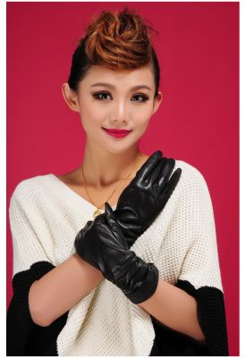 Women's leather gloves mid-sleeve with crease