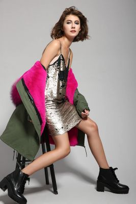 Women's winter coat with inner fur and removable hood