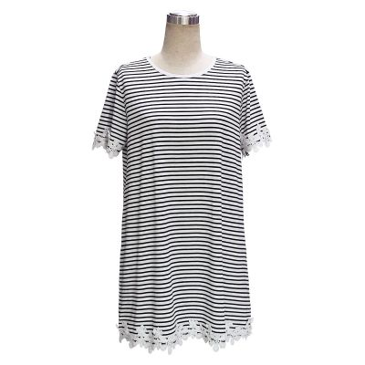 Long t-shirt for women with flower embroidery stitching trim