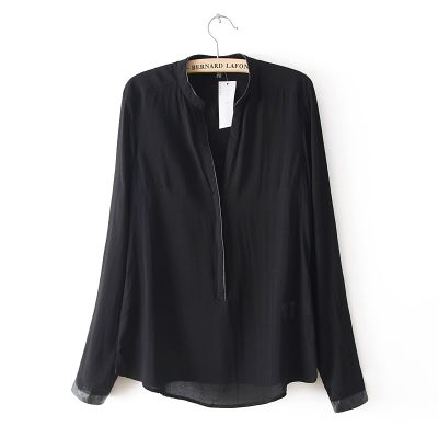 Women's blouse with concealed buttons Loose design