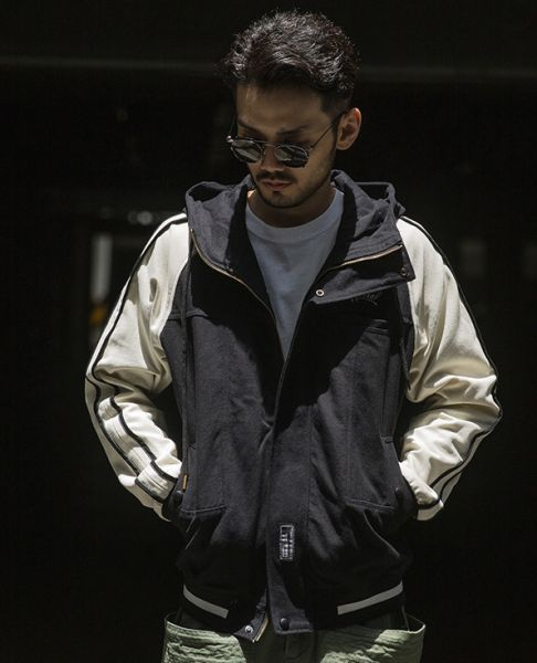 Hooded Jacket for Men in waxed cotton with bicolor sleeves