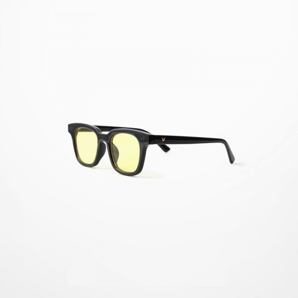 Sunglasses with thick black-rimmed frame and gray or yellow lenses for men or women