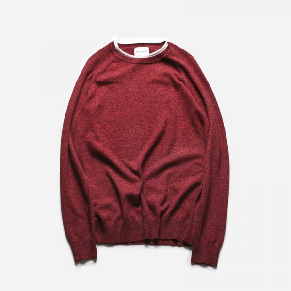 Classic fine knit jumper for men with white border collar